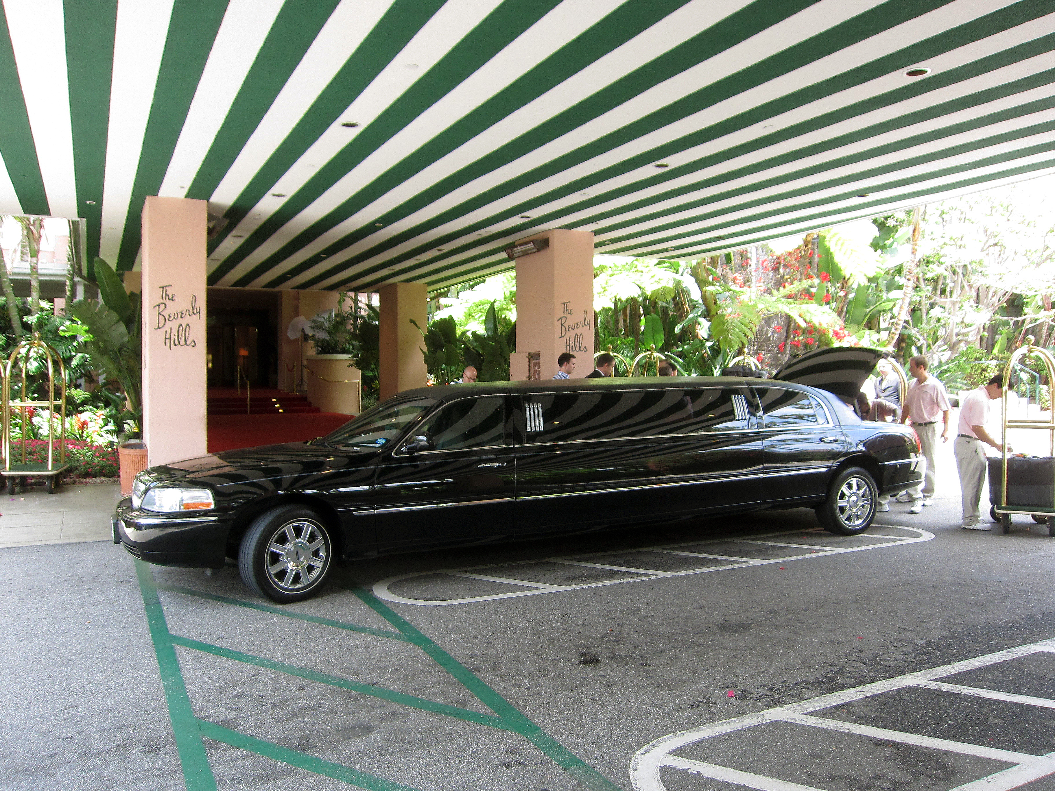 """""""The Beverly Hills Hotel"""" by Alan Light is licensed under CC BY 2.0"""